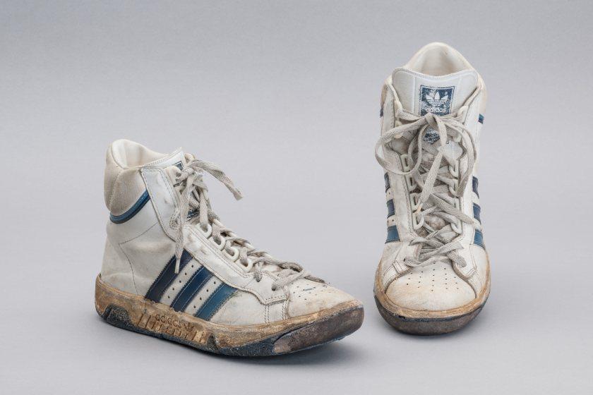 Turnschuhe der Marke Adidas aus den 1980er Jahren.