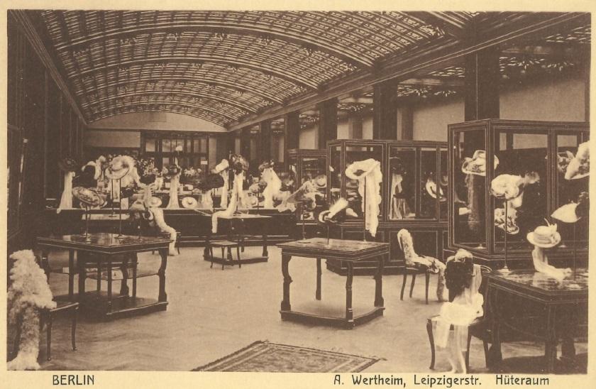 Hutabteilung in einem großen Kaufhaus, um 1900. Zinkfabrik Altenberg
