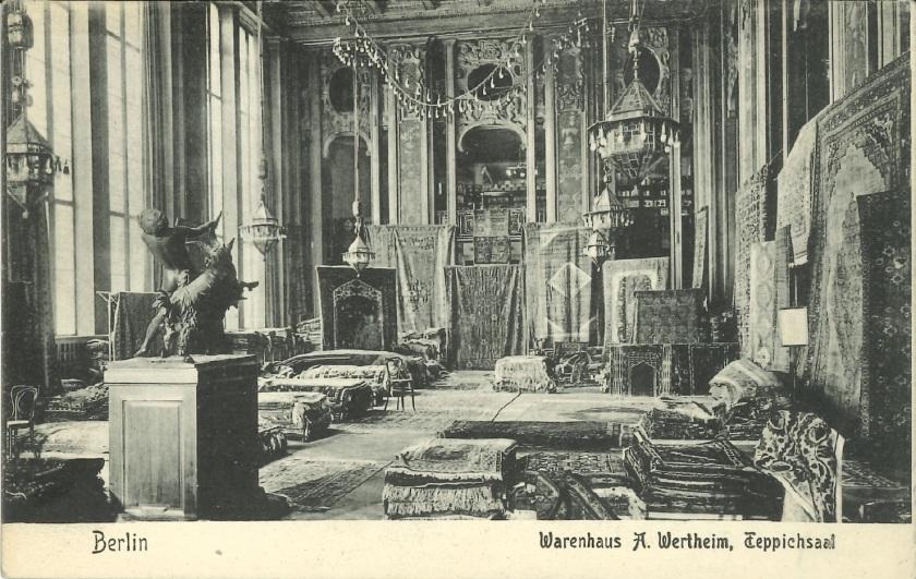 Teppichabteilung in einem großen Kaufhaus, um 1900. Warenhaus Wertheim. Zinkfabrik Altenberg